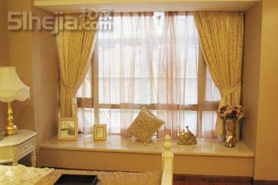 在飘窗与墙体垂直处需要采用同样的木材进行收口